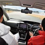 同乗者が酔わない運転のコツとは?・・・まずは「急」がつく動作、「急ブレーキ」、「急加速」、「急ハンドル」はNG。(所員:隠岐麻里奈)